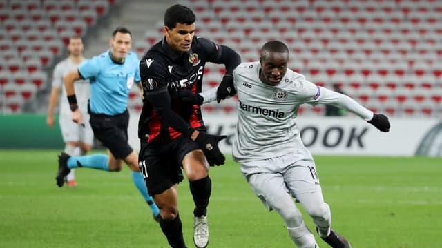 Danilo (Nice) contre le Bayer
