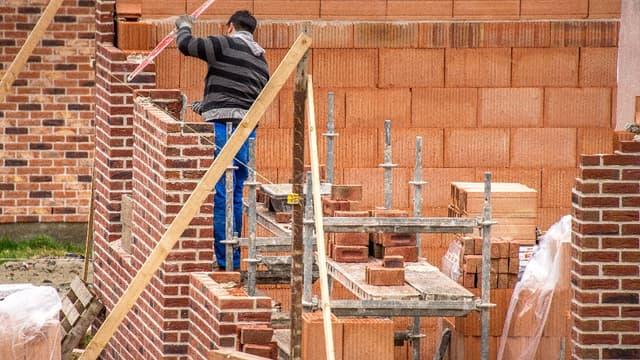 Bâtiment: la pénurie et la flambée des prix des matériaux menacent la relance