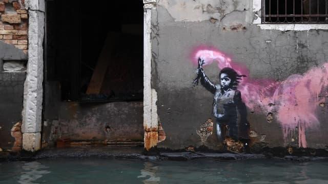 """L'oeuvre de Banksy à Venise lors de l'""""acqua alta"""" le 13 novembre dernier."""