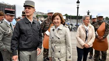 La ministre des Armées Florence Parly (au centre) lors de la répétition du défilée du 14 juillet à Paris.