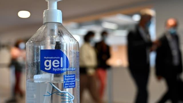Une bouteille de gel hydroalcoolique à Bain-de-Bretagne le 28 août 2020. (PHOTO D'ILLUSTATION)