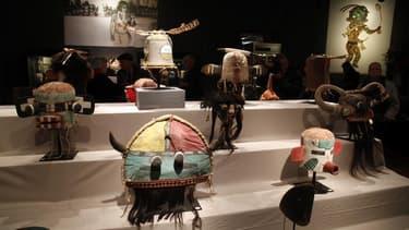 La vente à Drouot de masques tribaux considérés comme sacrés, contestée par la tribu améridienne des Hopis, aura bien lieu vendredi à Paris, la justice française ayant de refuser de la suspendre. /Photo prise le 11 avril 2013/REUTERS/John Schults
