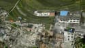 Vue aérienne de maisons détruites dans le comté de Luchan. Selon la presse officielle, un séisme de 6,6 degrés de magnitude a fait au moins 56 morts et plus de 600 blessés samedi dans le Sichuan, province du sud-ouest de la Chine. /Photo prise le 20 avril