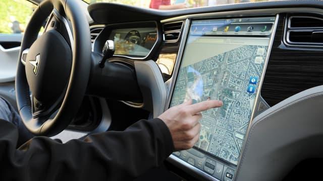 Des chercheurs en cybersécurité ont réussi à pirater une Tesla Model S alors qu'elle roulait, en la forçant à s'arrêter.