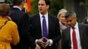 Ed Miliband, ancien ministre de l'Energie, (au centre) a été élu samedi à la tête du Parti travailliste britannique. Il succède à Gordon Brown, contraint à la démission après sa cuisante défaite aux élections législatives du mois de mai. /Photo prise le 2