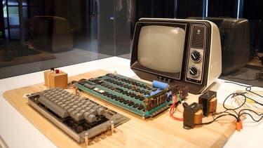 Les premiers exemplaires de l'ordinateur mythique Apple 1 peuvent avoir une fortune.