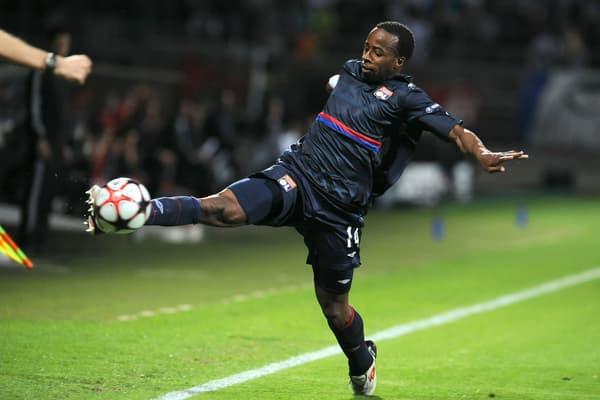 Sidney Govou lors du match retour de la demi-finale de Ligue des champions entre Lyon et le Bayern Munich en 2010