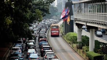 Des véhicules coincés dans les embouteillages de Jakarta