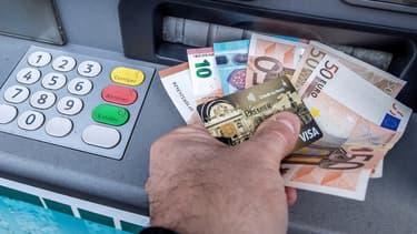 Selon un sondage Ifop pour la société de transport de fond Brink's, depuis le début de la crise sanitaire, un Français sur dix a été confronté à un refus de paiement en espèce.
