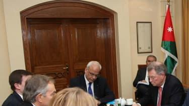 Des membres du Quartet avec des émissaires israéliens et palestiniens en 2012 en Jordanie.