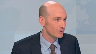 """Nicolas Hénin, le journaliste ex-otage en Syrie, vient de sortir un essai, """"Jihad Academy"""". Il était l'invité de BFMTV ce mardi soir."""