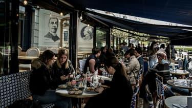 Des clients à la terrasse d'un restaurant à Lyon, le 19 mai 2021