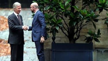 Le roi des Belges Philippe à gauche et Charles Michel à droite.
