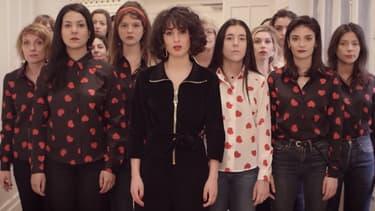 """Barbara Pravi dans le clip de """"Notes pour trop tard x Le Malamour"""""""