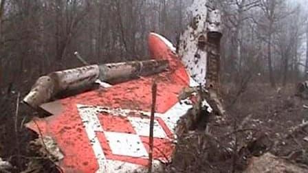 Le président polonais Lech Kaczynski a été tué samedi, tout comme plusieurs hauts responsables de l'Etat, lorsque l'avion qui les emmenait en Russie s'est écrasé à l'atterrissage dans un épais brouillard. Le Tupolev 154, qui s'est écrasé en forêt à deux k