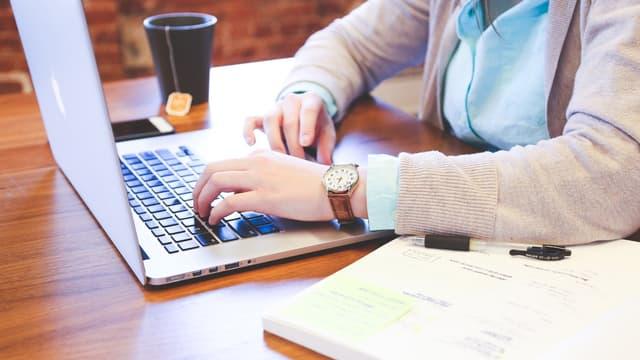 Une récente étude CSA a évalué à près d'un quart les Français qui disent ne jamais naviguer sur internet ou difficilement.