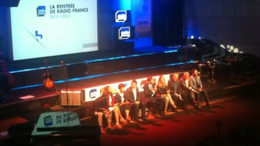 Mathieu Gallet entouré des directeurs des antennes de Radio France