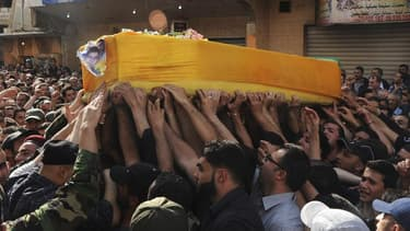 Funérailles d'un partisan du Hezbollah, près de Baalbeck, au Liban. Le mouvement chiite libanais Hezbollah, engagé dans des combats aux côtés de l'armée de Bachar al Assad, a subi de lourdes pertes dimanche lors de l'attaque de Koussaïr, ville syrienne de
