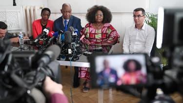 Une des soeurs et les parents de Naomi Musenga, lors d'une conférence de presse le 11 mai 2018 à Strasbourg.