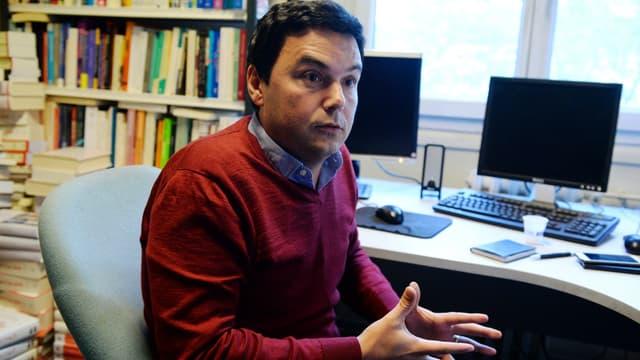 Thomas Piketty, dans son bureau parisien, en octobre 2016.