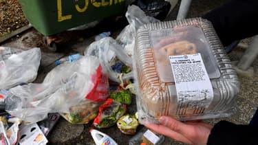 Photo des produits alimentaires jetés dans les poubelles du supermarché Leclerc de Mimizan-Plage (Landes)