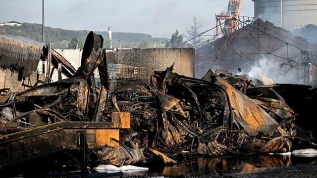 L'usine Lubrizol de Rouen en cendres après l'incendie, le 27 septembre dernier