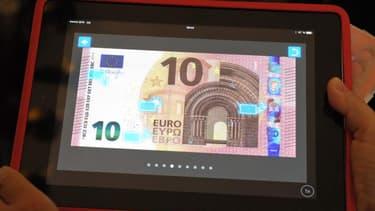 Le nouveau billet de 10 euros avec lequel les internautes doivent poser pour espérer gagner un iPad.