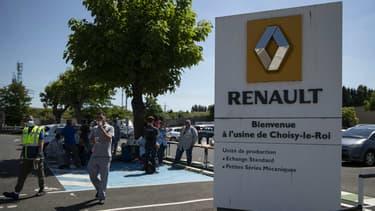 Les salariés de Renault manifestent ce mercredi dans la ville de Choisy-le-Roi en banlieue parisienne pour protester contre la fermeture annoncée de leur usine.