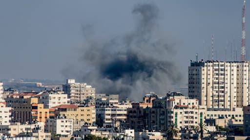 De la fumée s'échappe depuis une zone de la région est de Gaza après une intervention militaire israélienne.