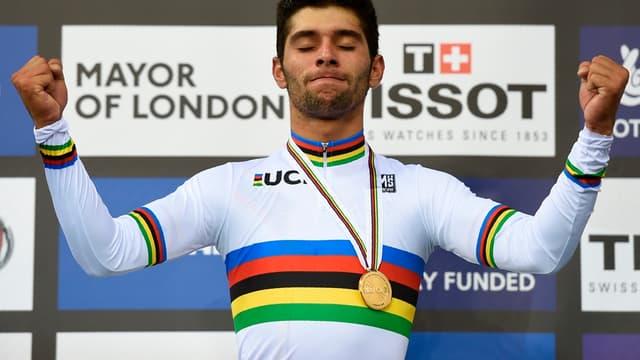 Fernando Gaviria après son titre de champion du monde 2016 de l'omnium (piste)