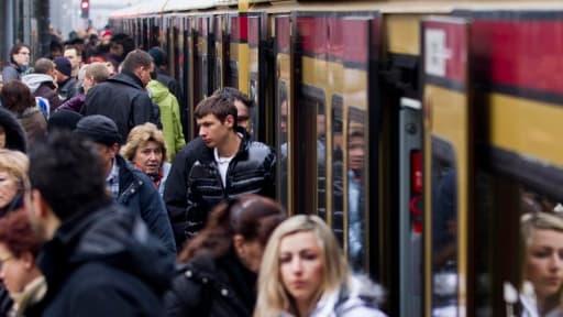En Allemagne, il n'y a pas de salaire minimum généralisé. Mais l'explosion de la précarité dans le pays fait évoluer les mentalités.