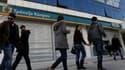Alors que les banques chypriotes sont restées fermées ce mardi pour le 11e jour consécutif, plusieurs milliers de personnes ont manifesté dans les rues de Nicosie au lendemain d'un plan de sauvetage qui s'annonce douloureux et le président de Bank of Cypr