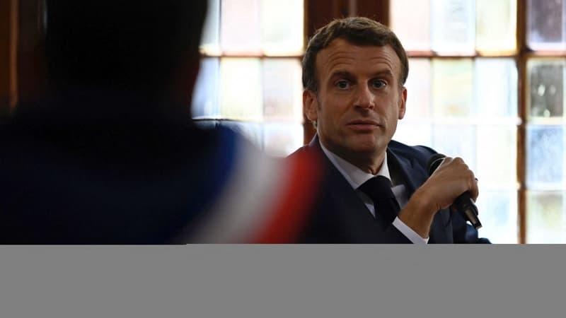 """Macron affirme qu'il est """"trop tôt"""" pour se prononcer sur sa candidature"""