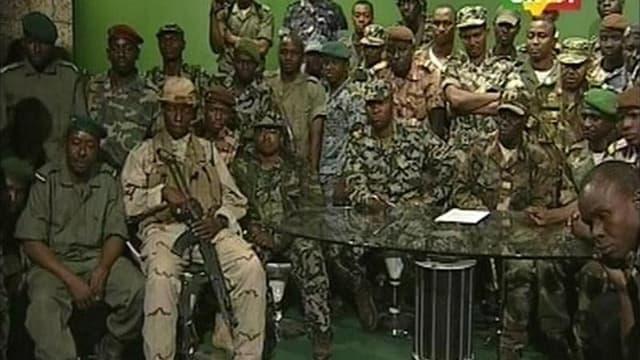 Les auteurs du coup d'Etat au Mali (ici dans les locaux de la télévision ORTM) ont promulgué une nouvelle Constitution en vertu de laquelle ils s'engagent à ne pas se présenter à de futures élections. Cette nouvelle Loi fondamentale, qui ne donne pas de d