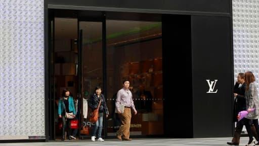 LVMH paie en Bourse le relatif ralentissement des ventes de Louis Vuitton.