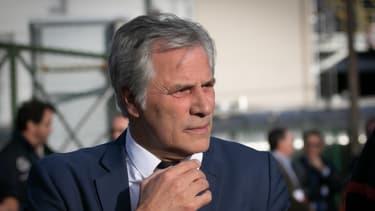 """L'usine est """"un gros contributeur fiscal"""" pour l'agglomération rouennaise, où elle emploie directement ou indirectement quelque 2.200 personnes, explique Frédéric Henry, président de Lubrizol France."""