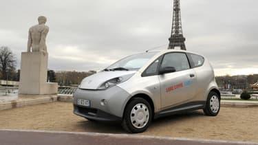 Face au pic de pollution qui sévit en ce début décembre 2016, la ville de Paris a déjà décidé la gratuité du stationnement résidentiel, du Vélib et d'Autolib'.