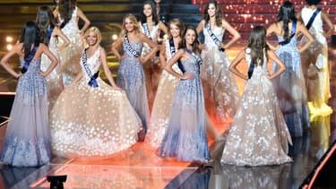 Les candidates au titre de Miss France lors de la cérémonie à Lille en 2015