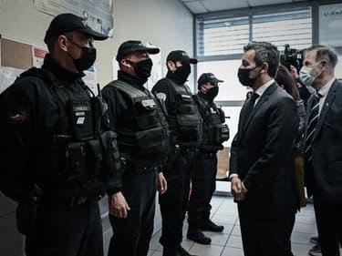 Gérald Darmanin rend visite à des policiers à Bordeaux le 25 mars 2021