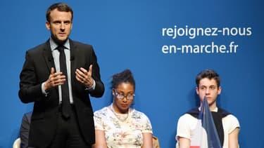 Emmanuel Macron annonce contracter un emprunt bancaire personnel pour financer sa campagne.