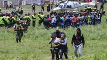 Au moment où la police et les pompiers arrivaient sur les lieux et commençaient à prendre en charge les victimes, le feu s'est propagé à d'autres entrepôts provoquant de nouvelles explosions.