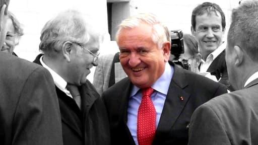 Jean-Pierre Raffarin sonne la charge contre Nicolas Sarkozy.