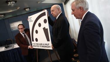 Les chercheurs du Bulletin des scientifiques atomistes annoncent l'heure de l'Apocalypse, en janvier 2017.