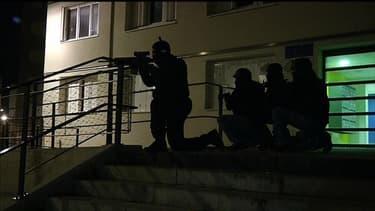 Une opération de police avec la participation du Raid était en cours mercredi soir.