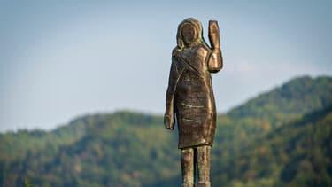 La nouvelle statue de Melania Trump a été dévoilée mardi, près de Sevnica en Slovénie, où la première dame avait passé son enfance.