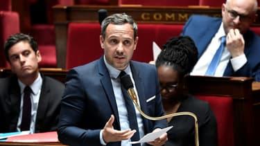 Le secrétaire d'Etat chargé de l'Enfance et des Familles, Adrien Taquet, à l'Assemblée nationale, le 16 juin 2020 à Paris.