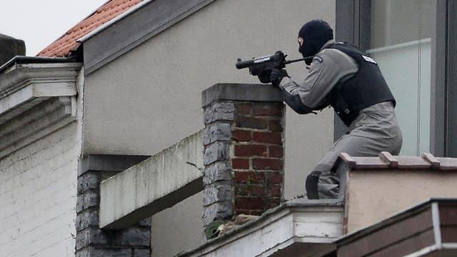 Plusieurs policiers ont été blessés dans une fusillade alors qu'ils menaient une perquisition en lien avec les attentats du 13 novembre.