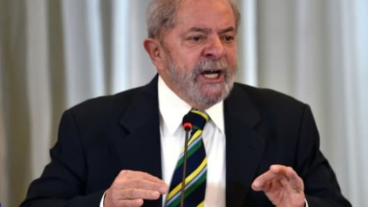 L'entré de l'ex-président Lula dans le gouvernement de la présidente Dilma Roussef, a été repoussée par la Cour suprême brésilienne.