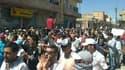 Manifestation à Amude, après la prière du vendredi. Les forces gouvernementales ont encore tué au moins deux manifestants dans la nuit de vendredi à samedi en Syrie alors que des dizaines de milliers de personnes ont une nouvelle fois défilé à travers le
