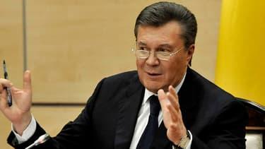 Viktor Ianoukovitch durant sa conférence de presse à Rostov-sur-le-Don en Russie
